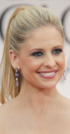 Sarah Michelle Gellar, Actress: Buffy the Vampire Slayer. Emmy Award-winning Sarah Michelle Gellar was born on April 14, 1977 in New York City, the daughter of Rosellen (Greenfield), who taught at a nursery school, Arthur Gellar, who worked in the garment industry. Her maternal grandparents were Hungarian Jewish immigrants, and her father was also from a Jewish family. Eating in a local restaurant, Sarah was discovered by an agent when she was 4 years ...