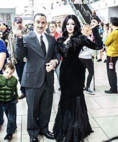 Morticia and Gomez Addams! Morticia: Me (Kitty Krell) Gomez: Jim Butcher Photo: Images Taken at Denver Comic Con. Adams Family Halloween, Adams Family Costume, Cute Couple Halloween Costumes, Halloween Kostüm, Halloween Cosplay, Family Costumes, Halloween Makeup, Morticia And Gomez Costumes, Morticia Addams Costume