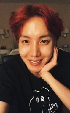 He is so beautiful, look at his raw, no makeup, unbleached self. Hoseok has  always been my favorite and will always be my ultimate bias