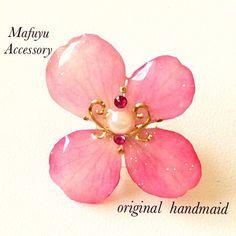 ロココ調 ピンク紫陽花のピアス…1150yen◾️オプション追加◾️イニシャル(片耳) R …80yen合計1230yenありがと...|ハンドメイド、手作り、手仕事品の通販・販売・購入ならCreema。