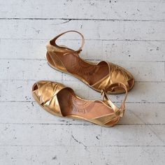 Cote d'Or peeptoe wedges / gold leather 30s shoes / vintage 1930s shoes 7