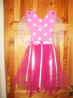 keeps all your little princesses' hair accessories neatly together plus looks fab up on the wall, every little girl should have one in their bedroom. £15 + £4.50 postage can be made in any theme/colour can add fairy wings for £2 extra Name and character transfer £3.50 extra (disney princesses, tinkerbell, minnie mouse, peppa pig, the list goes on)  Looking for a custom order? Please feel free to contact me and we'll work together to make exactly what you are looking for.