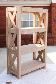 How to Build a DIY Bookshelf with Simpson Strong-Tie # Bookcase . How to Build a DIY Bookshelf with Simpson Strong-Tie Source by grosselfingen Diy Furniture Plans, Farmhouse Furniture, Pallet Furniture, Furniture Projects, Rustic Furniture, Furniture Makeover, Vintage Furniture, Furniture Design, Bedroom Furniture