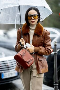 Attendees at Paris Fashion Week Fall 2020 - Street Fashion Paris Fashion, Street Fashion, Catwalks, Street Style Looks, Fall, Outfits, Pictures, Urban Fashion, Autumn