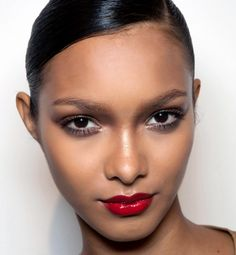 Vous avez la peau mate, noire ou métissée ? Votre rouge à lèvres en fonction de votre teinte !