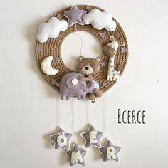 Garland Baby Crafts, Felt Crafts, Crafts For Kids, Felt Animal Patterns, Stuffed Animal Patterns, Baby Room Decor, Nursery Decor, Baby Door, Diy Bebe