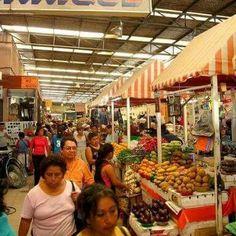 """El 16 de septiembre de 1887  se inauguro con el nombre de  """"Mercado de Gálvez"""". Más tarde fue demolido para construir en su lugar otro mercado más amplio de mampostería y techo de lámina que fue inaugurado en 1909 y a su vez fue demolido en 1948 para ceder su sitio al actual mercado."""
