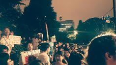 戦争するな!国民なめんな! どんどん人が増えてます。 若い人、前へきてください!  #国会前 #戦争法制反対 #本当に止める 2015/6/12