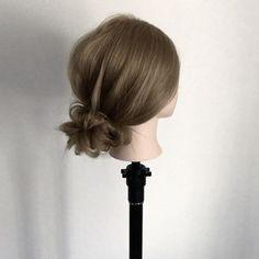 前回の動画のクルリンパをずらしながら交互にやるスタイルの応用です!  えっなにそれ?って方は1つ前の動画を見てくださいね😚  無造作感を出すのが苦手な方はオススメですよ☺  nico...高田馬場  溝口和也✂️✨🌞 tel 03-6279-1245✨  #hair#hairset#hairarrange#ヘアセット#ヘアアレンジ#結婚式ヘア#編み込み#wedding#ウエディング#アレンジ#fashion#braid#ヘアアレンジやり方#ヘアアレンジnico#ヘアアレンジ解説#ヘアアクセサリー#hairstyle#arrange#데일리룩#스타일링#일본#japan#東京#发型#アレンジ動画#ヘアアレンジ動画