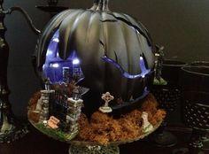 Spooky Cemetery Pumpkin by @chicaandjo #MPumpkins