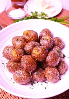 Air Fryer Baby Potatoes are tossed in butter, salt, pepper and parsley for a side dish that's irresistible. Crispy on the outside and soft on the inside these easy to make potatoes are great served for breakfast, lunch or dinner! Air Fryer Recipes Appetizers, Air Fryer Recipes Low Carb, Air Fryer Recipes Breakfast, Air Fryer Dinner Recipes, Bright Line Eating Recipes, Air Fryer Recipes Vegetables, Veggies, Air Fryer Baked Potato, Cooks Air Fryer