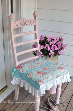 Garden room - porch - seat cover out of 3 placemats and a ruffle off an old curtain from http://www.allthingsheartandhome.com/2011/05/29/little-pink-bird-chair/