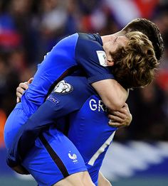 the football is magic: Foto Soccer Guys, Football Boys, Soccer Players, Soccer Teams, Champion Du Monde Foot, Giroud, France Team, Antoine Griezmann, Football Pictures