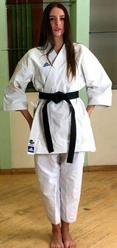 Female Martial Artists, Martial Arts Women, Boxing Girl, Karate Girl, Art Women, Aikido, Wrestling, Poses, Fitness