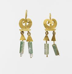 Gold and chalcedony earrings-Roman, Mid-Late Imperial- Metropolitan Museum Ancient Egyptian Jewelry, Medieval Jewelry, Egypt Jewelry, Greek Jewelry, Roman Jewelry, Ancient Romans, Modern Jewelry, Antique Jewelry, Antique Earrings