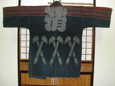 火事半纏 Hikeshi-Banten(old firefighter jacket) Japanese Textiles, Japanese Kimono, Japanese Outfits, Japanese Clothing, Firefighter Jacket, Kabuki Costume, Japanese Streetwear, Clothing And Textile, Jacket Style