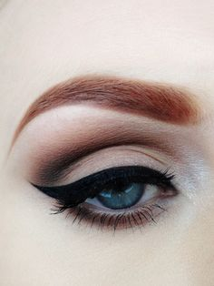 Love this winged eyeliner look. I want my eyes to look like this!