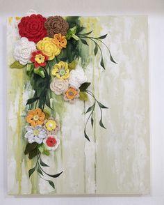 Tela 40 x 50 cm em MDF, textura com massa corrida, pintura com tinta PVA e flores de crochet