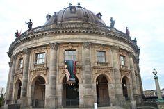 Het Bode-Museum is gebouwd om plaats te bieden aan de beeldenverzameling van Wilhelm von Bode- Het museum is gelegen op het Museuminsel.