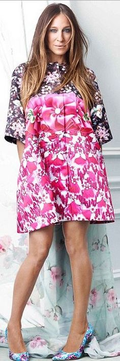 Who made Sarah Jessica Parker's pink floral coat and blue print pumps?