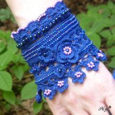 Háčkovaný náramek Modrý květ Crochet Accessories, Necklaces, Bracelets, Needlework, Cuffs, Gloves, Jewelry, Fashion, Hardware Pulls