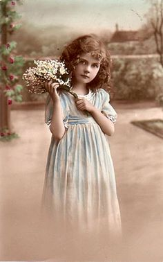Innocent Beauty: Amazing Colorized Photos of Little Angels in the Early Vintage Children Photos, Images Vintage, Vintage Girls, Vintage Pictures, Vintage Photographs, Vintage Prints, Vintage Illustration, Colorized Photos, Vintage Ephemera