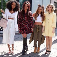 The Little Mix singers were perfectly dressed as they headed to the BBC Radio 1 studios, with Perrie, choosing a blue and white patterned boho top as she modelled her longer length hair. Little Mix Outfits, Little Mix Style, Little Mix Facts, Jesy Nelson Instagram, Little Mix Updates, Perrie Edwards Style, Litte Mix, Mixed Girls, Playsuit