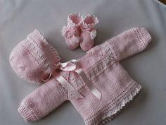 No hay como un bebé vestido de un tono claro   De los jubones que suelo hacer habitualmente este es uno de los más me gusta, el resultado...