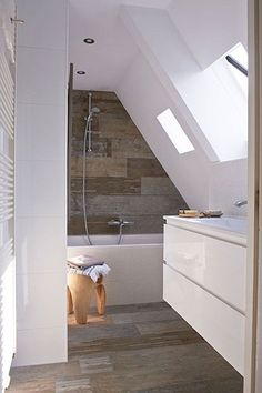 Amazing Genius Attic Bathroom Remodel Design Ideas - Page 27 of 30 Loft Bathroom, Bathroom Interior, Small Bathroom, Master Bathroom, Bathroom Remodeling, Bathroom Pink, Remodeling Ideas, Bathrooms, Attic Bedroom Small