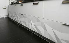 küche gestalten weiße küchenschränke 3D oberfläche