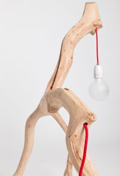 This lamp is one of the best examples of natural and minimalist design. The Bichos lamp series comes from Portuguese architect Martinho Pita, in Interior Lighting, Home Lighting, Lighting Design, Minimalist Design, Modern Design, Tree Lamp, Handmade Lamps, Diy Clock, Idee Diy