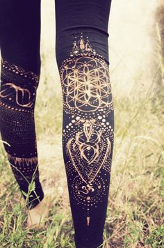 FLOWER of LIFE LEGGINS handpainted by SiamicWear on Etsy