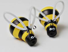 Light Bulb Bumblebee | Click Pic for 25 Easy Easter Crafts for Kids to Make | Easy Easter Craft Ideas for Toddlers to Make