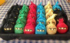 Traktatie, party at school :-) voor Sven zijn verjaardag! Ninja Birthday Parties, Birthday Candy, Star Wars Birthday, Lego Birthday, Birthday Treats, Party Treats, Party Snacks, Lego Ninjago, Ninjago Party