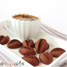 Coffee Bean Shaped Cookies by simonacallas Sweets Recipes, Cookie Recipes, Snickers Cheesecake, Galletas Cookies, Cupcakes, Biscuit Cookies, Shaped Cookie, Food Themes, Special Recipes