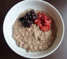 Paleo Porridge - blend together   ½ cup almonds  ½ cup pecans  2 small bananas  1 tsp cinnamon  ½ cup almond milk  & add handful of berries