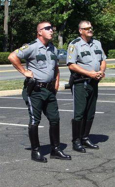 Cop Uniform, Police Uniforms, Men In Uniform, Police Officer, Police Life, Hot Cops, Bear Men, Big Boys, Boots