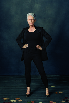 Jamie Lee Curtis Spills Her Inspiring Confidence Secrets Jamie Lee Curtis, Female Poses, Female Portrait, Woman Portrait, Photography Movies, Portrait Photography, Photography Projects, Street Photography, Landscape Photography