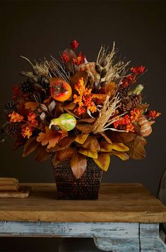 Fall Home Decor: Design tips and autumn decorating ideas. Find information and tons of fall decor curated by interior designer Tracy Svendsen. Fall Harvest Decorations, Thanksgiving Decorations, Seasonal Decor, Fall Floral Arrangements, Floral Centerpieces, Fall Home Decor, Autumn Home, Fall Fruits, Autumn Decorating