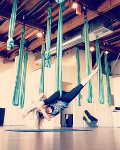 This weeks #AIRpow brought to you by @airfitnow in @christremelyfit's class @airfitlosangeles! Such a fun combo! Even made my side split look somewhat existent! #air #aerial #hammock #aerialhammock #silks #neverstoptraining #determined
