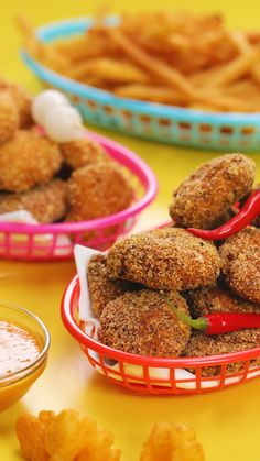 Recipe with video instructions: Love nuggs? These Monster Munch Chicken nuggets will be right up your street! Question is, what's your flavour? Ingredients: Monster Munch - Pickled Onion or. Chicken Nugget Recipes, Yummy Chicken Recipes, Chicken Nuggets, Best Vegetarian Recipes, Indian Food Recipes, Vegan Vegetarian, Desserts To Make, Delicious Desserts, Tasty Video