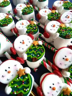 Easy Christmas Treats for School Parties Your Students Will Love - Manuela Wölfl-Horvath - Christmas Easy Christmas Treats, Christmas Gift Exchange, Christmas Deserts, Christmas Party Food, Xmas Food, Christmas Cupcakes, Christmas Goodies, Christmas Candy, Simple Christmas