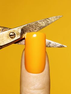 yellow nails. LOVE
