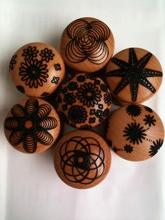 Big door knobs by Pyrography - wood burning Wood Burning Tool, Wood Burning Crafts, Wood Burning Patterns, Wood Crafts, Pyrography Designs, Pyrography Patterns, Wooden Door Knobs, Wood Burn Designs, Wood Creations