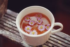 The practice of drinking herbal tea is getting pretty trend. It makes us feel good and it's a great choice of drink. But what is herbal tea good for? Toriel Undertale, Chamomile Tea, Flower Tea, Pink Eyes, Herbal Tea, Tea Time, Tea Party, Herbalism, Tea Cups