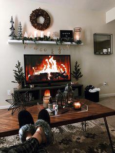 Cozy Apartment Living Room Decor Ideas on Budget Rustic Decor Concept - home decor update Cozy Christmas, Beautiful Christmas, Christmas Wreaths, Bohemian Christmas, Christmas Quotes, Christmas Pictures, Christmas Ideas, Cozy Apartment, Apartment Living