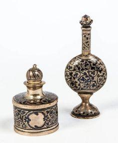 Lot: Zwei Niello-Flakons, Lot Number: 0062, Starting Bid: €330, Auctioneer: Dr. Fischer Fine Art Auctions, Auction: Russian Art & Icons, Date: November 8th, 2017 EST