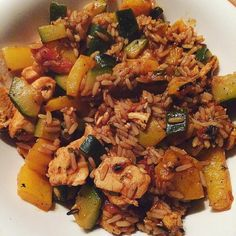 Guten Morgen liebe #fitfam  da ich sowieso immer schon um 4 aufstehe hab ich schonmal das After-Workout-Meal für morgen vorbereitet  an Tag 2 Woche 5 gibt es dann eine Putenpfanne mit Gemüse abgewandelt von dem Garnelen-Quinoa-Salat hab stattdessen Reis und Putenbrust genommen  ich denke mal das ist Programmkonform #12wochenprogramm #tastyfood #thielarmy #workout #weightloss #eatclean #eatcleantraindirty #instafood #protein #abnehmen #abnehmen2016 #abnehmenohnezuhungern…