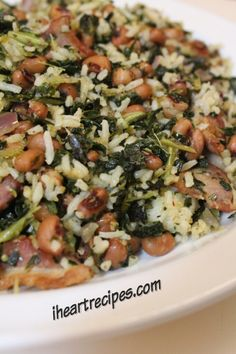 What's a Hoppin' John? It's a traditional Southern New Year's recipe with black eyed peas, rice and collard greens. Try this yummy recipe out! Southern Dishes, Southern Recipes, Southern Food, Bean Recipes, Vegetable Recipes, I Heart Recipes, Sauces, Lunches, Rice