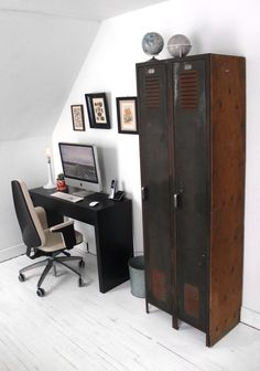 Vintage Home Decor and Furniture and How to Use it in Your Home Industrial Lockers, Industrial House, Industrial Furniture, Modern Industrial, Vintage Industrial, Industrial Design, Metal Lockers, Gym Lockers, School Lockers